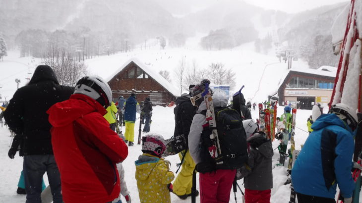 パパスキーヤーのスキーログ「18/12/30 年末寒波のタングラムでフワッフワのパウダーを家族3世代で楽しむ」