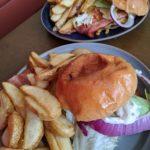 パパスキーヤーのおすすめグルメ「斑尾のAKI'S BURGER in チロルの本格ハンバーガーに喰らいつけ!」