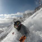 パパスキーヤーのスキー選び「センター100mm以上のパウダーは別世界の楽しさ!!Bent Chetler 100でパウダーラン」