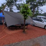 パパスキーヤーのおすすめキャンプギア「超安心!!雨でも焚き火ができる難燃性タープは絶対持つべき」